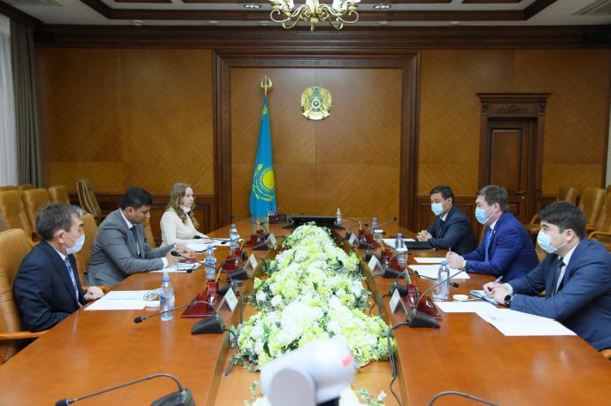 Akim of Shymkent met with the management of the Royal Group holding